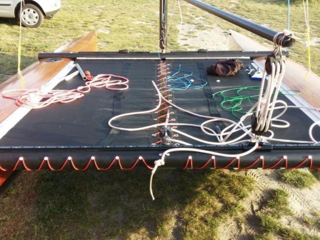 Die Trampoline der Novacat Katamarane gibt es wahlweise in grauem oder schwarzem Mesh. Wir fertigen für deinen selbstgebauten Katamaran auch das passende Trampolin.